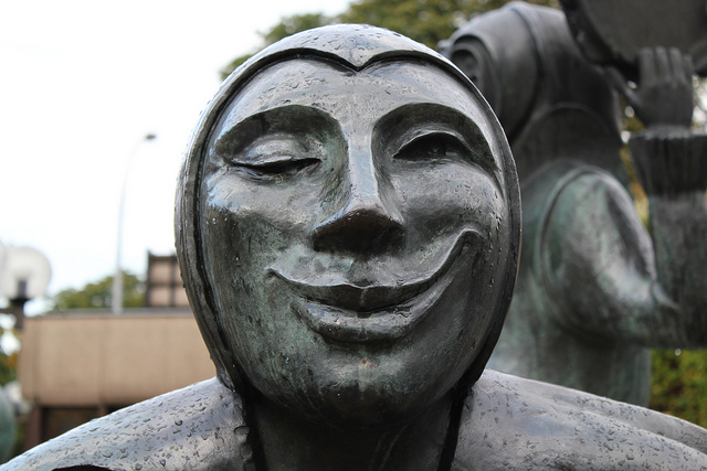 the smiling, winking statue in Luxemborg